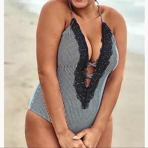 Cupshe Striped V neck Plus size Swimsuit